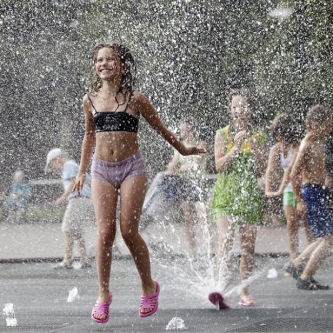 4350955-R3L8T8D-650-heat_russia_podolsk_fountain_girl