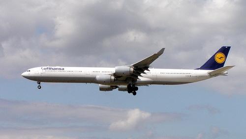 10-24px-Lufthansa_A340-600_D-AIHF