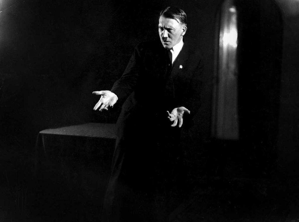Hitlerembarrassingphotos02