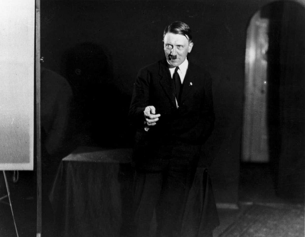 Hitlerembarrassingphotos03