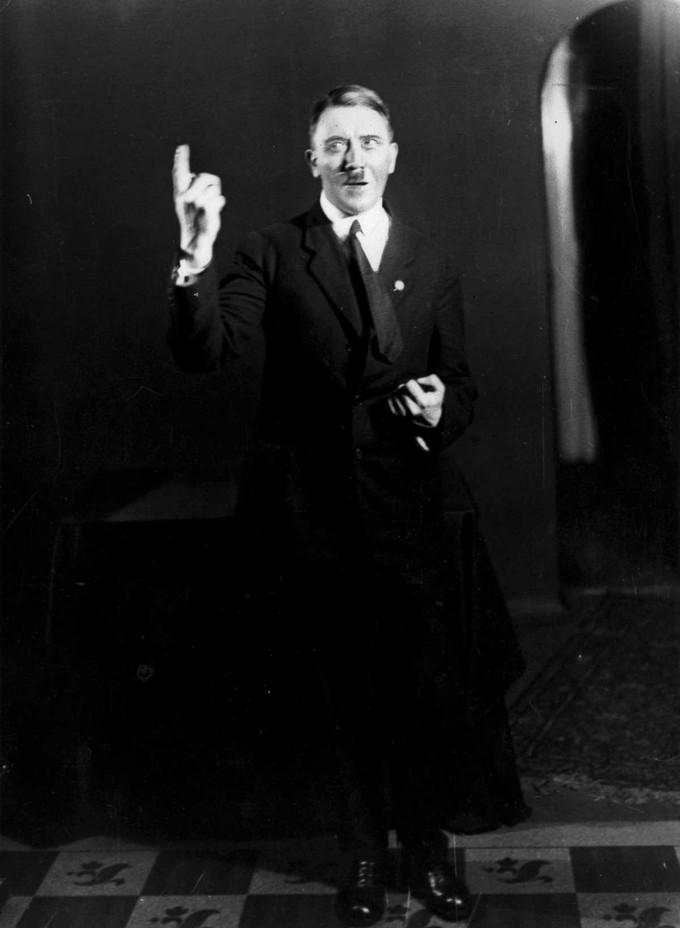 Hitlerembarrassingphotos07
