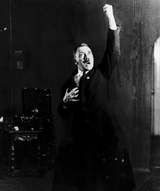 Hitlerembarrassingphotos10