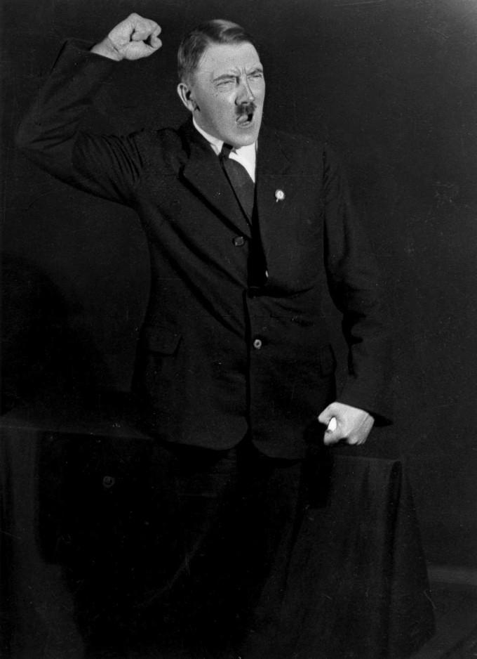 Hitlerembarrassingphotos13