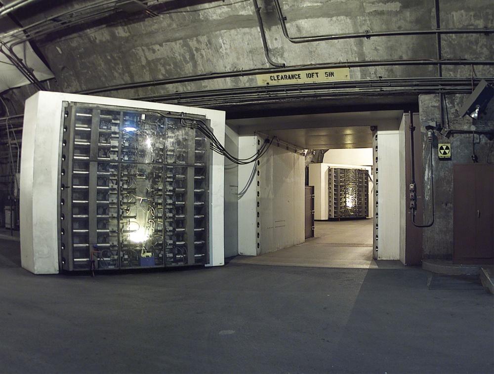 637360-R3L8T8D-1000-noradblast-doors
