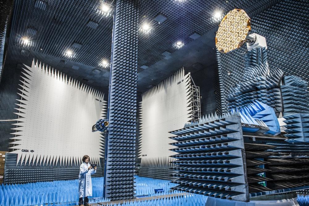638310-R3L8T8D-1000-Hybrid_European_RF_and_Antenna_Test_Zone
