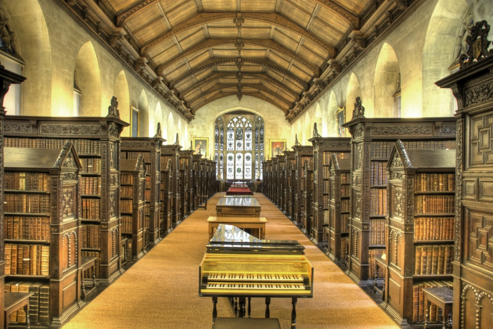 1755460-R3L8T8D-1000-St_Johns_College_Old_Library_interior