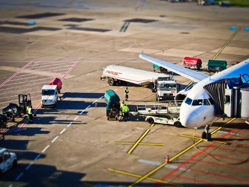 9226065-1000-1462531271-airport-1152251_1920