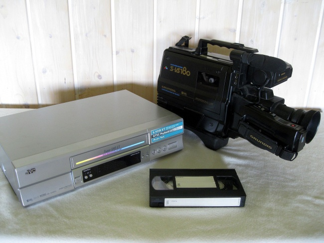 18918265-vhs_recorder_camera_and_cassette-1478771000-650-5fac122ccb-1478850428