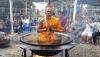 «Աստվածային նախախնամություն». Եռացող յուղով լի կաթսայում մեդիատացիա անող վանականը պայթեցրել է համացանցը